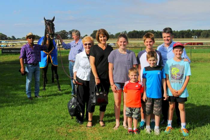 Entre Nous & connections after winning the Benalla Gold Cup (David Thorpe-Racing Photos)